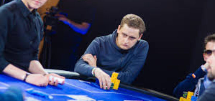 Многопластово ислене при игра на покер